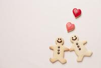 クッキーで作ったカップルとハート
