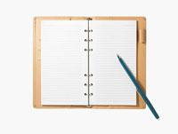 開いた手帳とボールペン