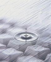 キーボードに波紋 10179000232| 写真素材・ストックフォト・画像・イラスト素材|アマナイメージズ