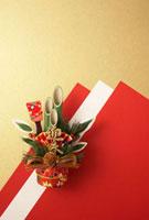 紅白の紙と門松