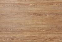 木目の目立つ木の板を並べている