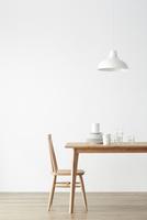 ダイニングテーブルと食器