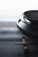 箸と箸置きとお盆と和食器