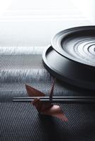 箸と和食器と赤い鶴