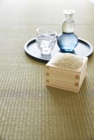 お盆とマスと米と酒