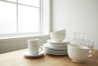 テーブルの上の白い食器