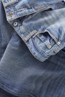 広がった数種のジーンズ