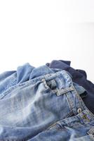 無造作に積まれたジーンズ