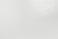 白い紙を切り抜いて作った紙ひこうき 10179009333| 写真素材・ストックフォト・画像・イラスト素材|アマナイメージズ