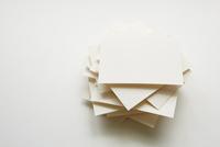 積み上げられたカード 10179009364| 写真素材・ストックフォト・画像・イラスト素材|アマナイメージズ