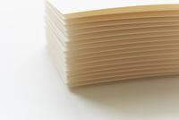 積み上げられたカード 10179009365| 写真素材・ストックフォト・画像・イラスト素材|アマナイメージズ