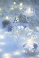 キラキラ輝く複数のクリスマス小物