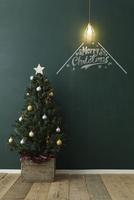 クリスマスツリーとペンダントライトと黒板に描かれた文字