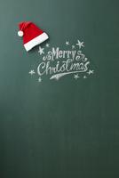 黒板に描かれたメリークリスマスの文字とサンタの帽子 10179009679  写真素材・ストックフォト・画像・イラスト素材 アマナイメージズ