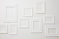 ランダムに並べられた白いフレーム 10179009736| 写真素材・ストックフォト・画像・イラスト素材|アマナイメージズ