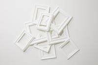 ランダムに重ねられた白いフレーム 10179009737| 写真素材・ストックフォト・画像・イラスト素材|アマナイメージズ