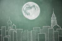 ビル群と満月が描かれた黒板イラスト 10179010231| 写真素材・ストックフォト・画像・イラスト素材|アマナイメージズ
