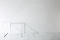 壁と大理石の床とテーブル 10179010380| 写真素材・ストックフォト・画像・イラスト素材|アマナイメージズ