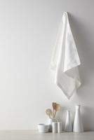 白い空間とキッチン雑貨 10179010677| 写真素材・ストックフォト・画像・イラスト素材|アマナイメージズ