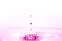 ハートの水滴 10185001845| 写真素材・ストックフォト・画像・イラスト素材|アマナイメージズ