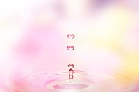ハートの水滴 10185001847| 写真素材・ストックフォト・画像・イラスト素材|アマナイメージズ