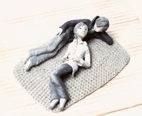 部屋で寛ぐカップルのクラフト 10186000273| 写真素材・ストックフォト・画像・イラスト素材|アマナイメージズ