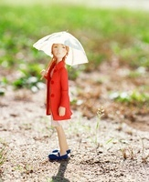 傘を差して歩く女性のクラフト