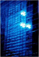 ビルの反射光 10194000237| 写真素材・ストックフォト・画像・イラスト素材|アマナイメージズ