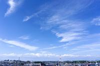 青空と雲と住宅街