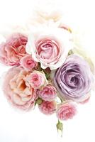 いろいろな種類のバラの花束