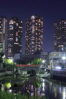 タワーマンションと下町の夜景