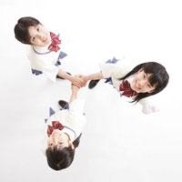 3人の女子中学生のポートレート 10208000013| 写真素材・ストックフォト・画像・イラスト素材|アマナイメージズ