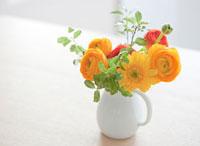 ダイニングテーブルの上に飾られた花