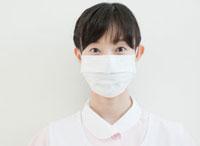 マスクをした歯科助手のポートレート