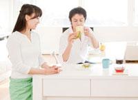 新婚夫婦の朝食 ダイニングキッチン