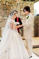 結婚式の新郎新婦 指輪交換