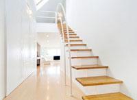 階段とリビングルーム