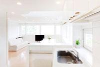 キッチンとリビングルーム 10208000805| 写真素材・ストックフォト・画像・イラスト素材|アマナイメージズ