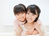 仲の良い母子 10208001388| 写真素材・ストックフォト・画像・イラスト素材|アマナイメージズ
