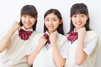 3人の制服を着る女子中学生のポートレート