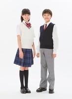 制服を着る中学生男女のポートレート