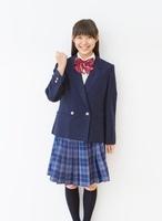 制服(ブレザー)を着る女子中学生のポートレート