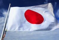 風になびく日本の国旗