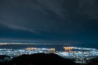 六甲山から芦屋阪神平野神戸市方面夜景 10222007422| 写真素材・ストックフォト・画像・イラスト素材|アマナイメージズ