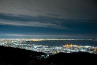 六甲山から阪神平野夜景 10222007469| 写真素材・ストックフォト・画像・イラスト素材|アマナイメージズ