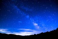 霧ヶ峰高原八島ヶ原湿原南東方向の夏の夜空