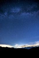 霧ヶ峰高原より八ヶ岳連峰と夏の満天の星空