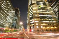 大手町ビジネス街高層ビル群夜景