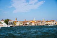 運河からヴェネツィア都市風景 10222008845| 写真素材・ストックフォト・画像・イラスト素材|アマナイメージズ