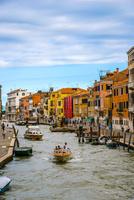 ヴェネツィア運河と街並み 10222008887| 写真素材・ストックフォト・画像・イラスト素材|アマナイメージズ